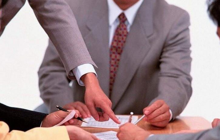 Если основной владелец ипотечного долга не может или не выплачивает долг банку, обязательство по оплате ложатся на созаемщика ипотеки на квартиру