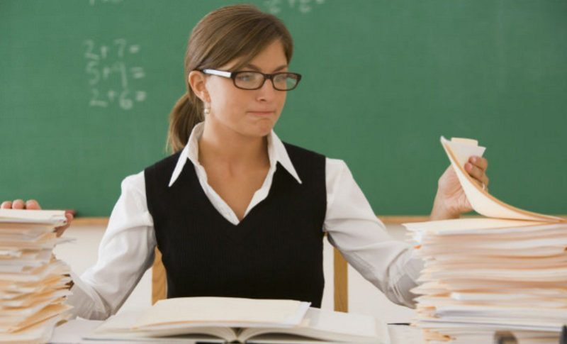 Во многих регионах разработаны специальные программы субсидирования молодых учителей, в особенности в сельской местности