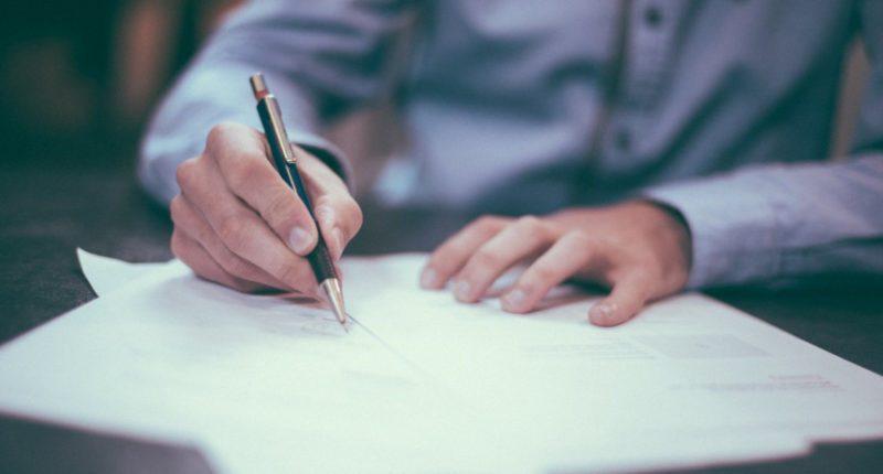 Если заемщик погасил займ досрочно, он может рассчитывать на возврата страховки, для чего необходимо заполнить заявление на возмещение по образцу