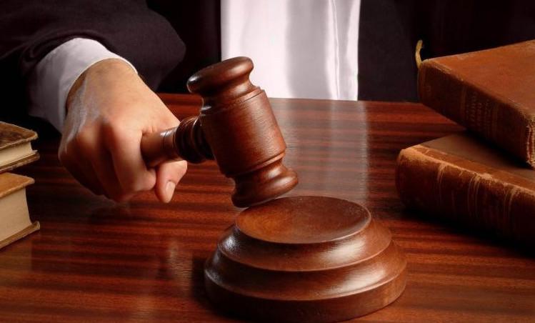 В случае несвоевременного погашения долга или же полного отказа от оплаты ипотеки, банк вправе обратиться с закладной в суд
