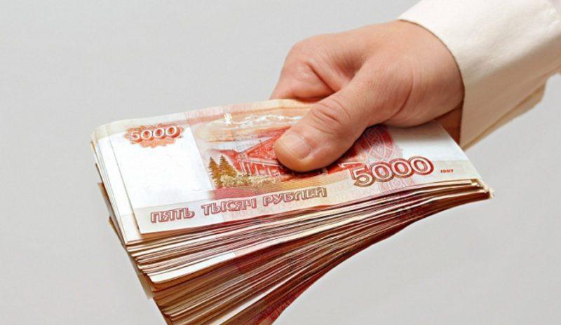 Получение наличных сверх установленного лимита возможно, но при этом придется заплатить комиссию