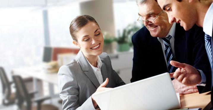 Клиент, получающий зарплату на карту банка, не будет платить за годовое обслуживание