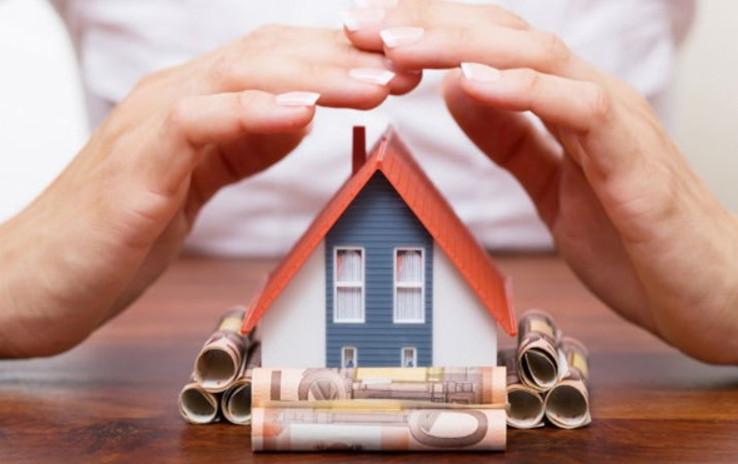 Некоторые банки включают оплату страховых полисов в полную стоимость кредита, что ведет к его существенному удорожанию. Брать такую страховку крайне не выгодно.