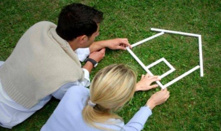 Программа Молодая семья дает возможность заемщикам не тратить чрезмерно большую сумму денежных средств на уплату процентов