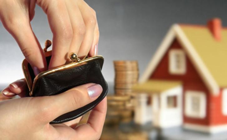 В случае, когда у заемщика возникают определенные трудности с выплатой, следует незамедлительно уведомить о них банк, для получения возможности взять кредитные каникулы