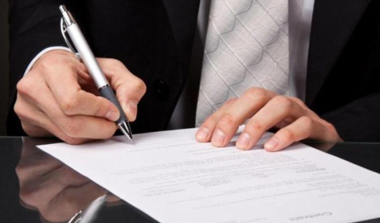 В договоре с банком, держатель карты сможет найти расчетный счет