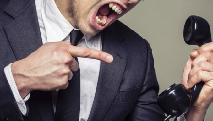 Взыскатели долгов не имеют права повышать голос на должника и его родственников, или использовать нецензурную лексику
