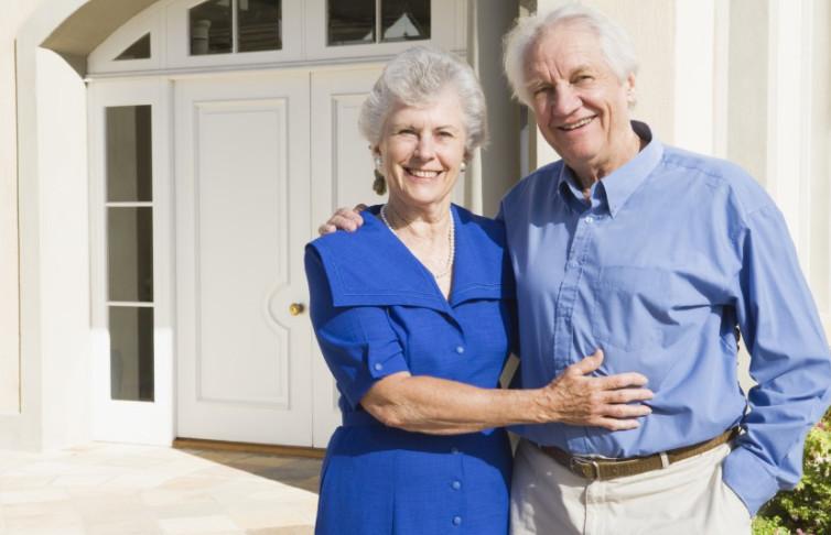 Финансовое учреждение предлагает для граждан пенсионного возраста оформить жилищный кредит, при условии погашения до достижения 75 лет
