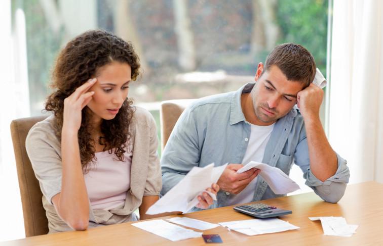 При разводе, кредит одного супруга может стать обязательством другого, если в суде будет доказано, что он взят во время брака и потрачен на семейные нужды и тогда ничего не остается делать, кроме как исполнить решение суда.