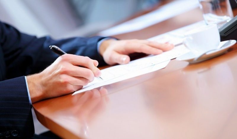 В заявление на несостоятельность физического лица необходимо указать сумму задолженности и реквизиты договоров