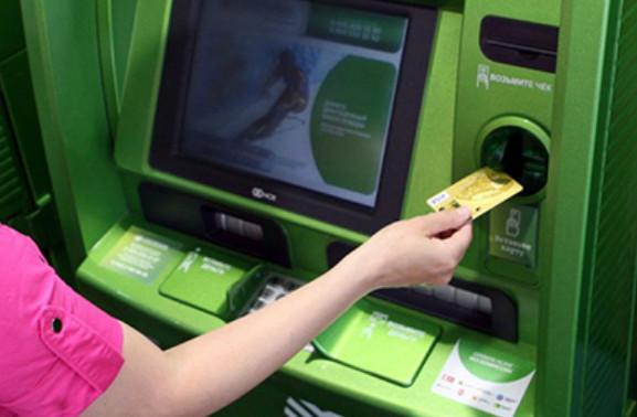 Для активации карты необходимо совершить любое действие через банкомат, например запросить баланс