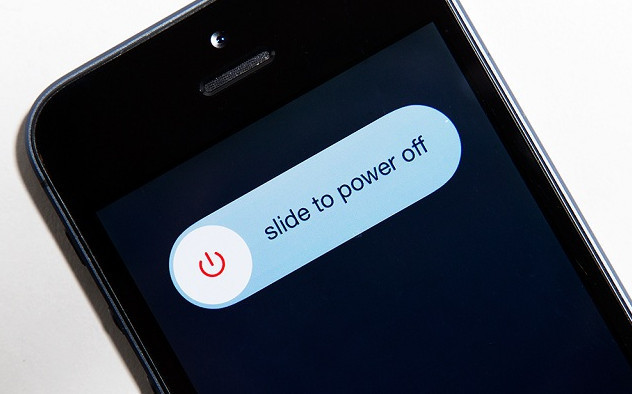 Когда вам не доходит СМС с паролем от онлайн банкинга, имеет смысл выключить телефон и запустить его снова