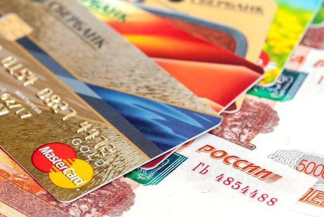 Количество снимаемых денег в день, без комиссии, зависит от статуса карточного продукта