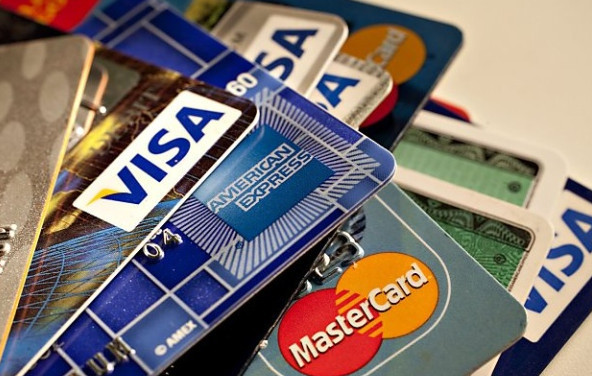 Какую кредитную карту лучше оформить в банке для снятия наличных без справок и поручителей