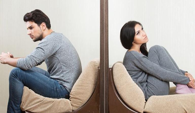 При разводе ипотечные обязательства перед банком ложатся на обоих супругов в равных долях, за исключением наличия брачного договора, в котором прописано иные условия
