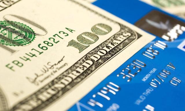 Валютная дебетовая карта в Сбербанке, Тинькофф банке, ВТБ 24, Альфа-Банке - условия бесплатного годового обслуживания
