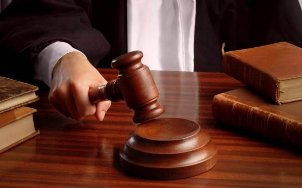 Если вины заемщика в том что кредитная история испорчена нет, то можно в судебном порядке исключить свою фамилию из черного списка