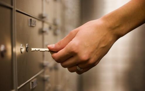 Продажа квартиры через банковскую ячейку: риски продавца при расчетах с недвижимостью