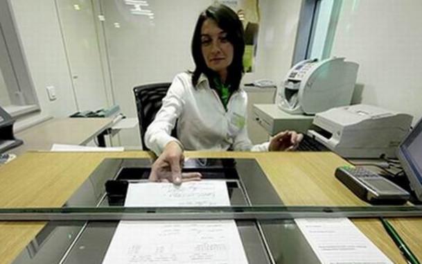 При проведении операции через кассу, потребуется предъявить паспорт