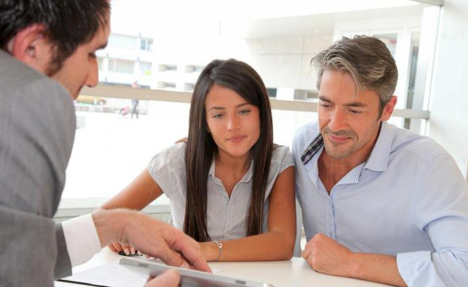 Если официальная заработная плата не велика, привлечение созаемщиков позволит получить ипотеку, так как его доход тоже учитывается банком