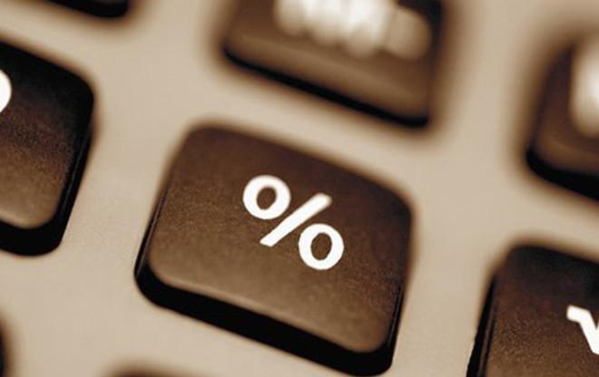 При использование калькулятора в расчетах процента годовых от общей суммы, не требуется нажимать знак равно. Электронная машина автоматически произведет вычисления, после нажатия на кнопку %.