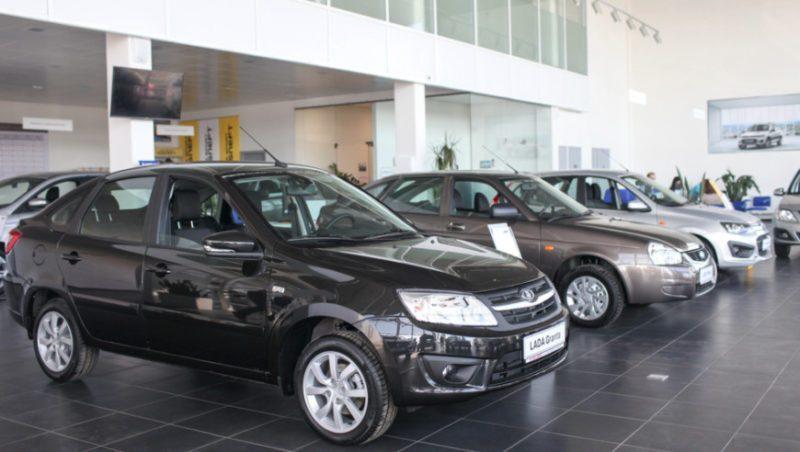Купить подержанный автомобиль в кредит можно как в автосалоне, так и с рук
