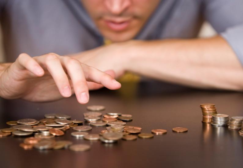 Если нечем платить жилищный кредит, то с разрешения банка допустимо продать жилье и погасить долг