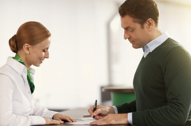 В случае, если зарплатный клиент обратится за кредитом в отделении банка, срок рассмотрения составит от 20 минут