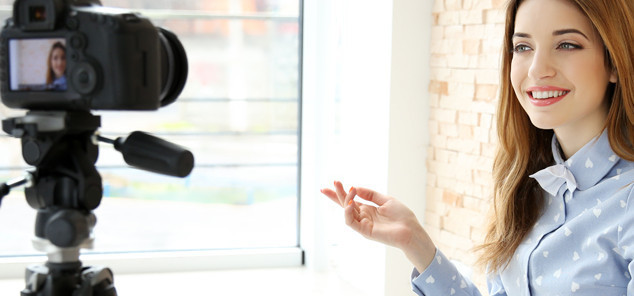 В настоящее время, вести видоеблог может любой человек, обладающей камерой, в том числе и на телефоне