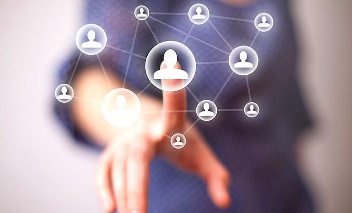 Сетевым маркетингом теперь занимаются и в интернете, распространяя продукцию в социальных сетях своим друзьям и подписчикам