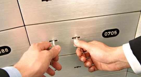 При аренде банковской ячейки один ключ остается у клиента, а второй в ВТБ 24