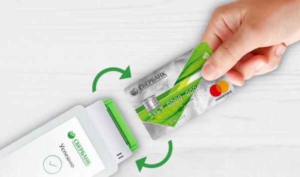С помощью кредитки выгодно расплачиваться при покупке товаров и услуг, чем снимать наличные