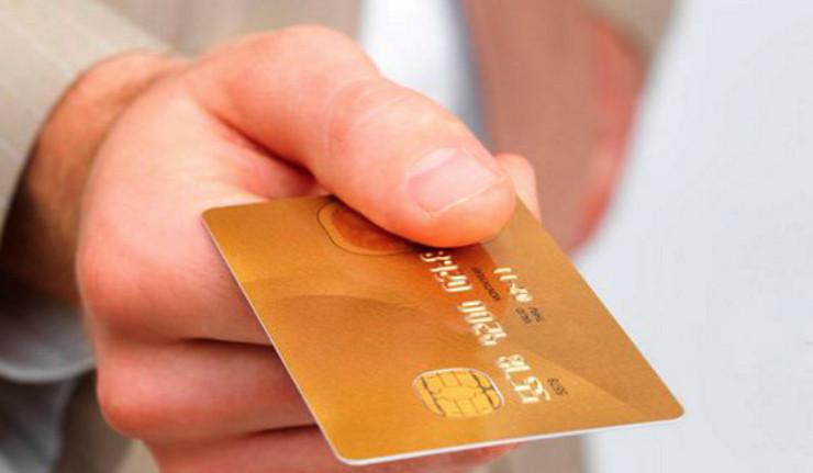 Держателям зарплатных карт кредитное учреждение предлагает оформить кредит наличными без справок и поручителей, а при условии заполнения онлайн заявки процентная ставка снижается на один пункт