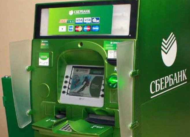 Оплатить кредит через банкомат Сбербанка возможно только при наличии банковской карты. Просто внести наличные не получится.