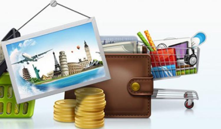 На покупки небольшого размера выгоднее использовать кредитную карту, так как вернуть денежные средства можно без процентов в течении льготного периода