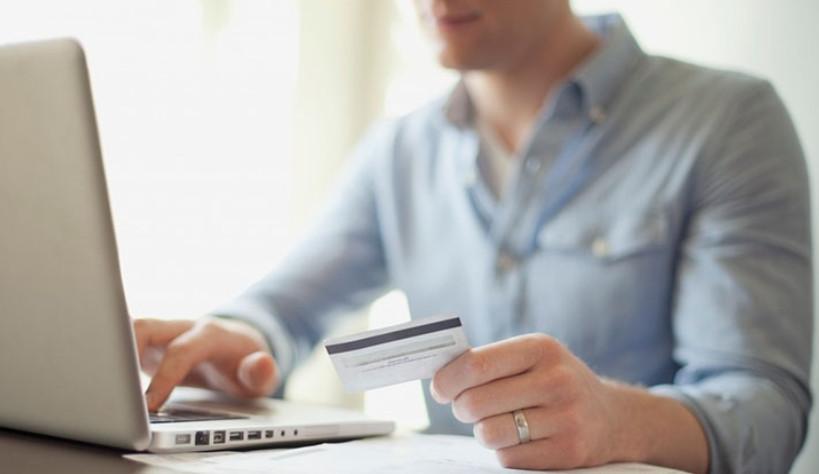 При оформлении кредита через интернет-банк, зарплатный клиент может получить денежные средства на карту без посещения офиса