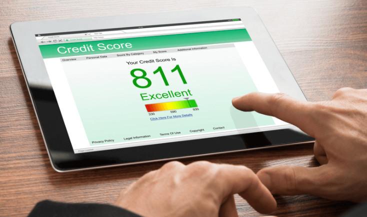 У каждого заемщика имеется рейтинг кредитной истории, который прямо пропорционально влияет на решение банка о выдаче нового займа