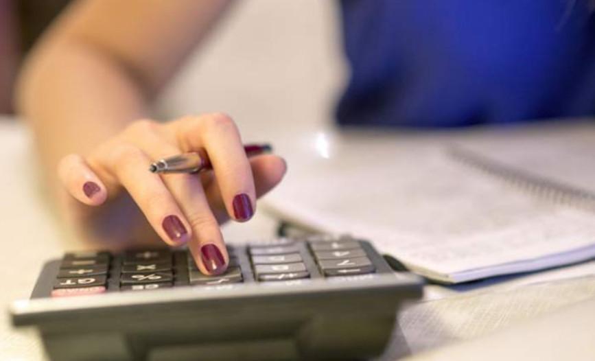 Можно вносить минимальный ежемесячный платеж, том самым отсрочить возврат денег банку