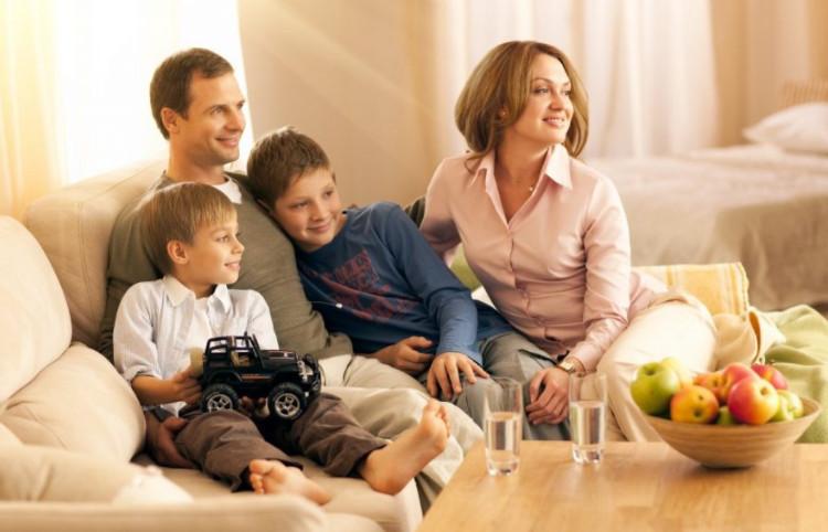 Если жилье, приобретено в ипотеку с использованием семейного сертификата, то в нем должны быть прописаны все члены семьи, в том числе и дети