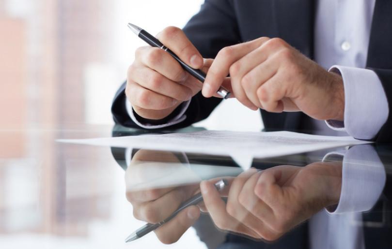 Подавая документы и заявление на проведение реструктуризации, требуйте поставить отметку о принятии от сотрудника банка