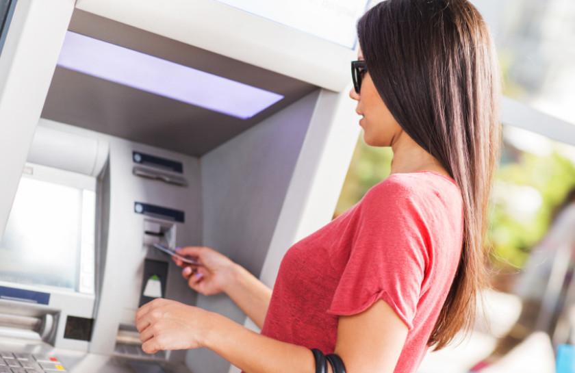 Снять наличные в банкоматах ПСБ и аппаратах самообслуживания банков-партнеров без комиссии можно в пределах установленного ежедневного и ежемесячного лимитов